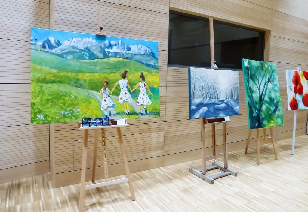'Girls with Wilder Kaister' at exhibition '30 years Kitzbühel aktiv' in 2018