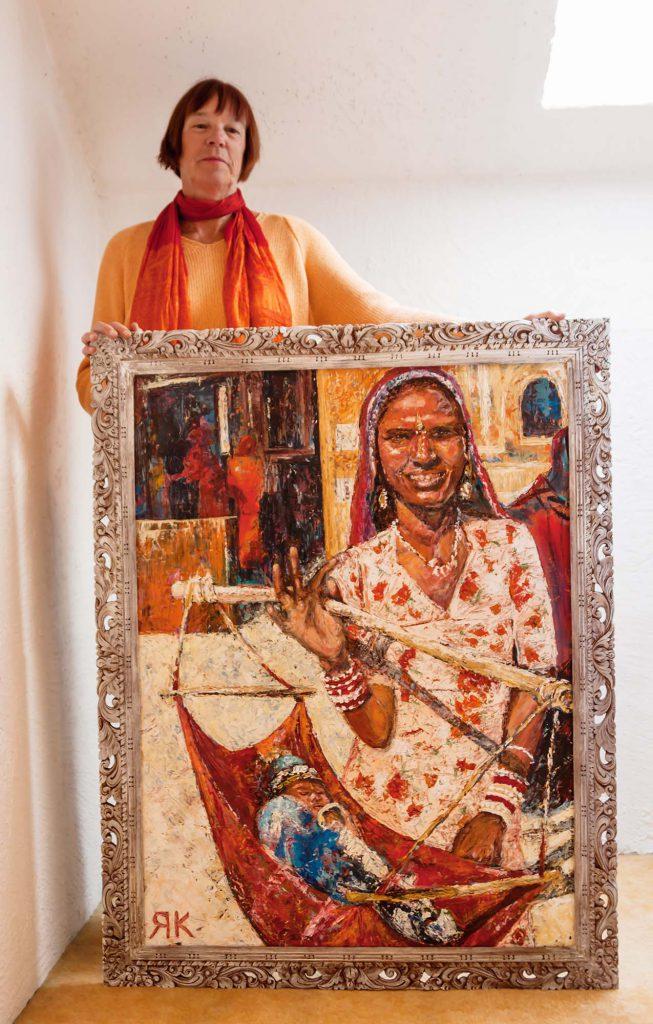 Ria Kieboom with painting 'Indian Woman'