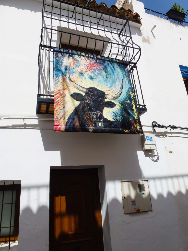 Painting 'Toro' in an outdoor exhibition in Altea, Spain
